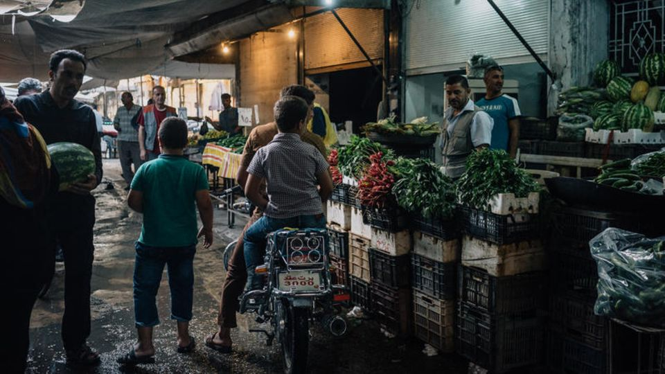Fragiler Alltag: der Markt in Qamischli an der Grenze zur Türkei, nur wenige Stunden von Raqqa entfernt