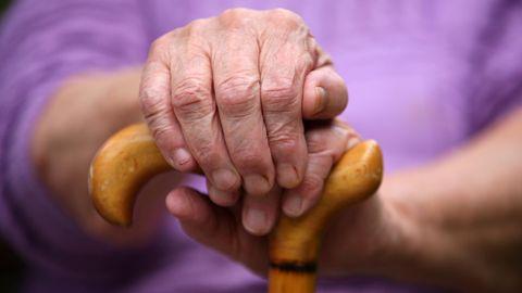 Brandenburg: Fünf Monate lang musste eine 84-Jährige sich quälen (Symbolbild)