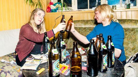 Katharina Meyer zu Eppendorf legte beim Trinken vor. Nachdem sie ihre Parteiidee erklärt hatte, zog Luise Amtsberg nach.