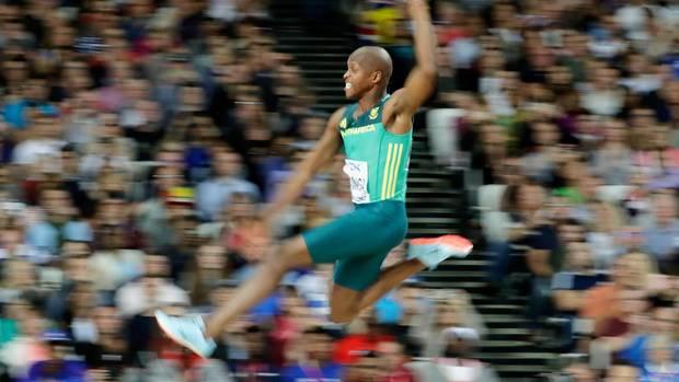 Luvo Manyonga springt bei der Leichtathletik-WM in London