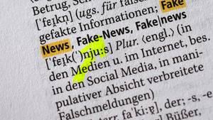 """5000 neue Begriffe stehen in der Neuauflage des Dudens. """"Fake News"""" ist einer davon."""