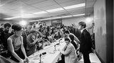 Kurz darauf spielen die Beatles in Memphis. Auf einer Pressekonferenz stellen sie sich den Fragen der Journalisten. Doch auch hier ist die Lage angespannt:Ein anonymer Telefonanrufer droht, einer der Musiker solle während des Konzertes erschossen werden. Die logische Folge von all dem Wahnsinn: Zehn Tage später, am 29. August 1966, geben die Beatles in San Francisco ihr letztes Konzert - und sollten nie wieder vor zahlendem Publikum auftreten.