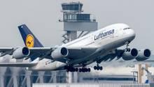 Ein Flugzeug vom Typ Airbus A380-800 der Lufthansa