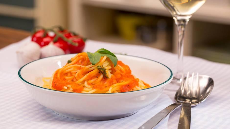 Spaghetti mit roter Sauce