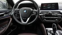 Das Cockpit des BMW 5ers ist fast mit dem des BMW 7ers identisch