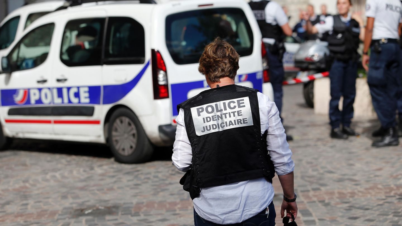 Auto-Attacke nahe Paris: Polizisten untersuchen den Tatort in Levallois-Perret
