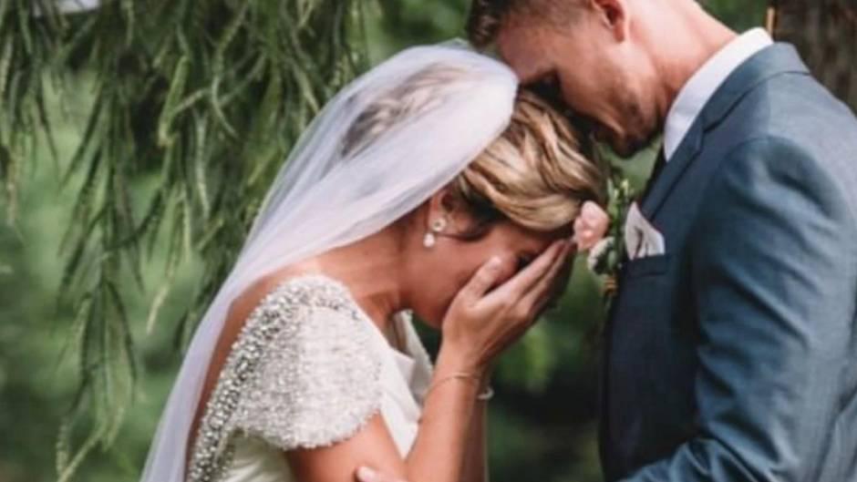 Hochzeitssegen aus dem Jenseits: Verstorbener Großvater erklärt Brautpaar zu Mann und Frau