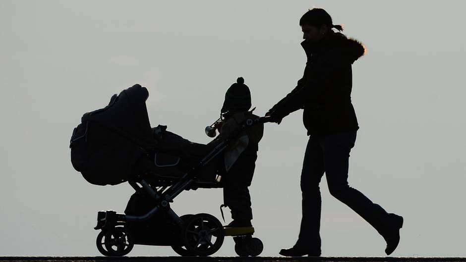 Potsdam: 19-Jährige nimmt Mutter ihr Baby weg und flüchtet 250 ...