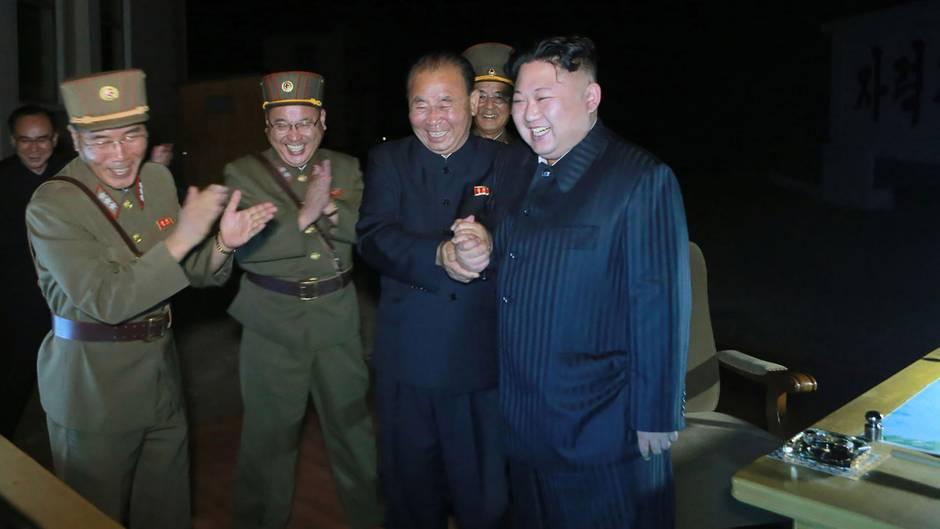 Konflikt mit den USA: So feiert Kim Jong-un seine Raktenstarts im Staatsfernsehen