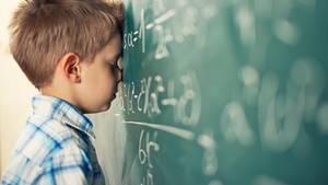 Schulkind an der Tafel