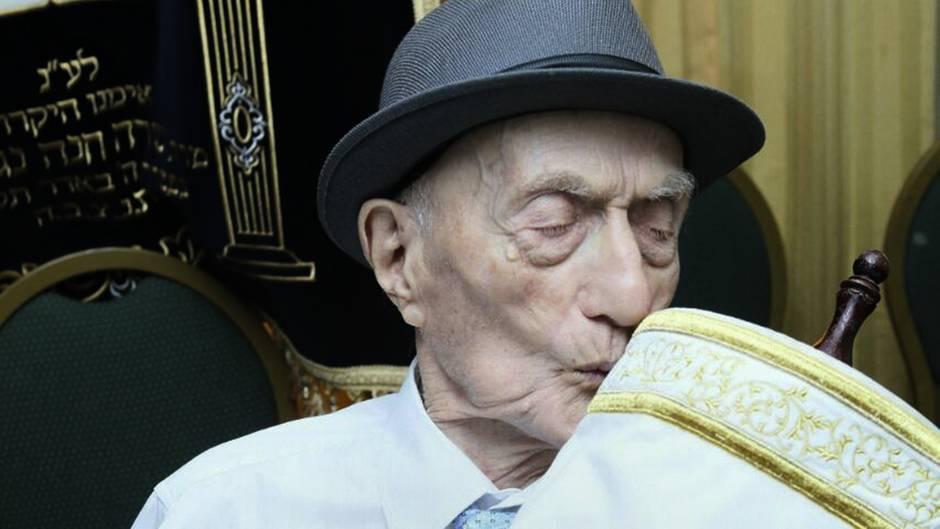 Israel Kristal überlebte den Holocaust- nun ist er im Alter von 113 Jahren gestorben. Das Bild zeigt ihn bei seiner Bar-Mizwa