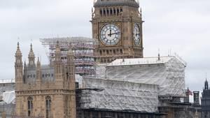 Gerüste und Verschalung an Houses of Parliament in London - Auch Big Ben wird renoviert