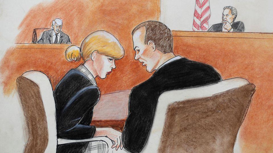 """""""Po-Grapsch""""-Prozess: Eine Gerichtszeichnung zeigt Taylor Swift im Gespräch mit ihrem Anwalt vor dem Bundesgericht in Denver"""