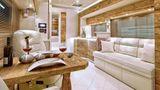 Auf Wunsch wird der Innenraum individuell ausgebaut. Hier brachte der Besitzer das Eichenholz für den Innenraum gleich selbst mit.
