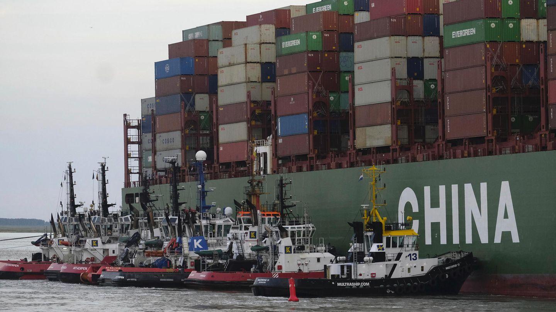 Ein Containerschiff ist in den Niederlanden auf Grund gelaufen, zwölf Rettungsboote sind im Einsatz