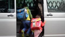 """Zum Schulanfang fordern Polizei und Pädagogen von Müttern und Väter, auf das """"Elterntaxi"""" zu verzichten"""