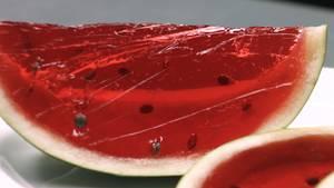 Mit Wackelpudding gefüllte Melone