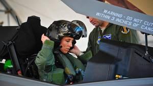 Christine Mau ist die erste Frau, die eine F-35 fliegen konnte.
