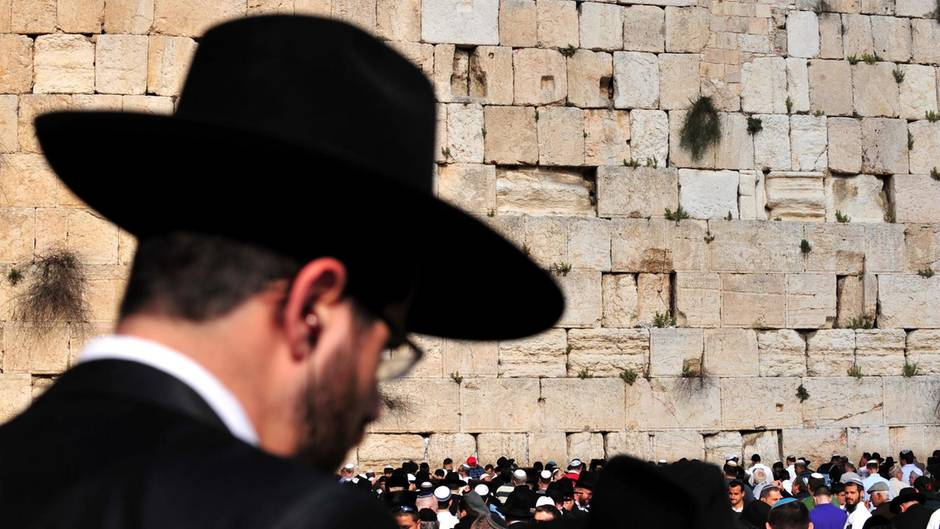 Hotel in der Schweiz zwingt Juden zum Duschen