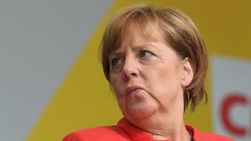 Auch wenn es für CDU/CSU imstern-RTL-Wahltrend diesmal um einen Punkt runter geht, bleibt Angela Merkel klar auf Kanzlerkurs.