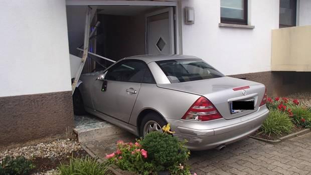 """""""Mit der Tür ins Haus"""" - Crash in Mannheim"""
