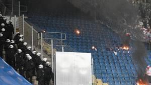 Ausschreitungen beim DFB-Pokal Spiel zwischen Ultras von Hertha BSC Berlin und Hansa Rostock.