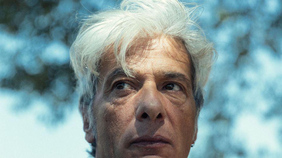 Pietro Orlandi hat viele solcher unglaublichen Geschichten gehört. Er weiß aber, wie es einen zerreißt, wenn man sich an sie klammert und erleben muss, dass sie zerplatzen