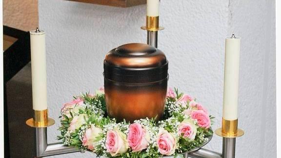 Inges Urne in der Kapelle des Friedhofs von Lengerich. Frank trug sie selbst, das wollte er so