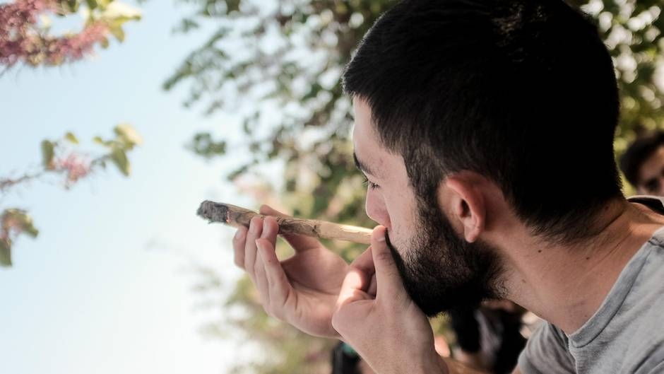 Polizei erwischt Cannabis-Wächter beim Kiffen