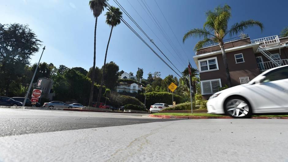 Los Angeles testet eine neue Straßenbeschichtung, die das Sonnenlicht reflektieren soll