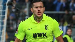 Raul Bobadilla jubelte im Trikot des FC Augsburg - jetzt kehrt er nach Gladbach zurück