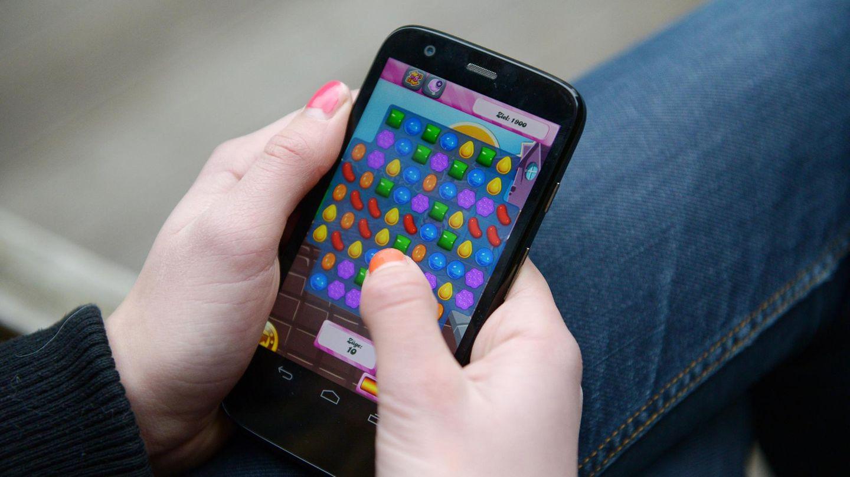 """Studie für die Gamescom: Ein Smartphone-Bildschirm zeigt das Spiels """"Candy Crush"""""""