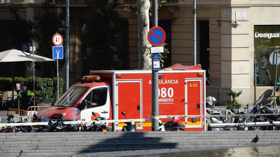 Ein Rettungswagen am Tatort in Barcelona
