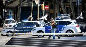 Aufnahmen von Pressefotografen zeigen ein großes Polizeiaufgebot vor Ort