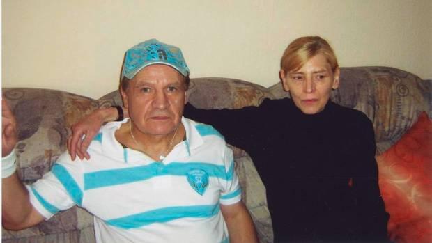 Inge und Frank fuhren immer gemeinsam zur Arbeit und frühmorgens gegen sechs, wenn alle Gäste weg waren, wieder zurück