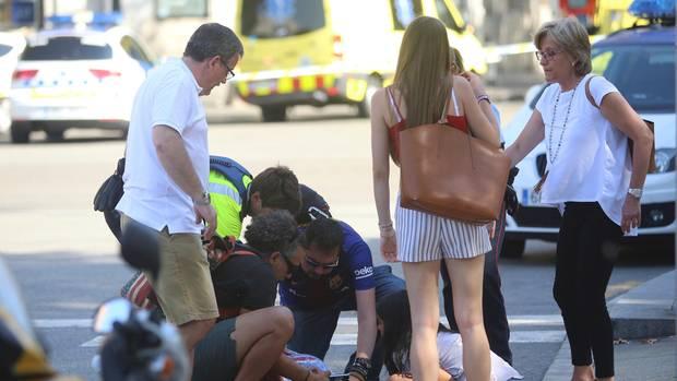 Auf den Straßen in Barcelona wurden Verletzte behandelt