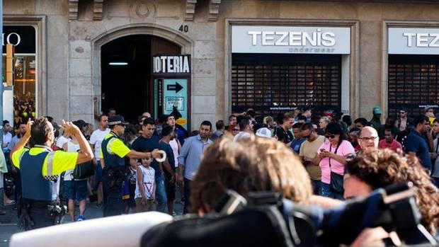 Die Polizei sperrte den Anschlagsort in Barcelona weiträumig ab