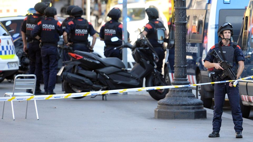 Polizisten sind allgegenwärtig in Barcelona
