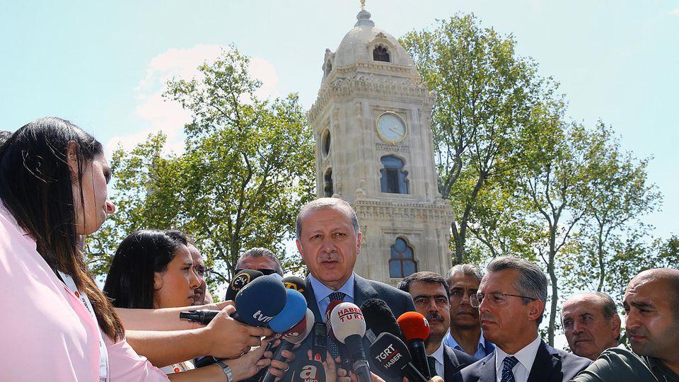 Erdogan, der Präsident der Türkei, wendet sich an die Deutschtürke