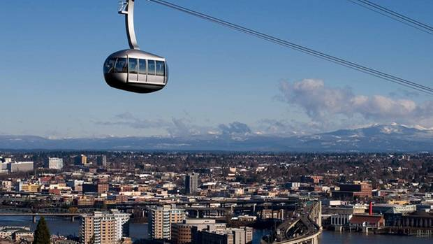 Seit 2006 verbindet die Portland Aerial Tram den Stadtteil South Waterfront mit der Oregon Health and Science University.