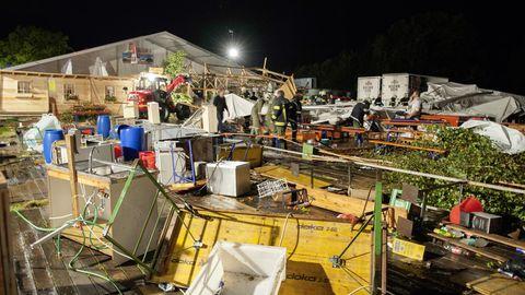 Bei dem Unglück mit zwei Toten wurden deutlich mehr Menschen verletzt als zunächst angenommen.