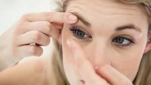 Kontaktlinsen verwenden - so geht es richtig