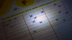Eddie Tipton betrügt bei 6 verschiedenen Lotto-Spielen in mehr als 5 Staaten.