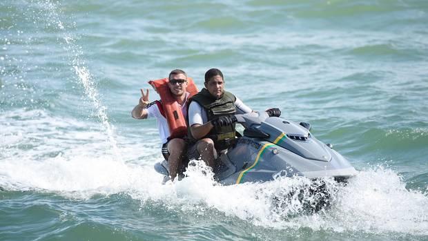 Mit Bild von Lukas Podolski: Auswärtiges Amt macht sich über Breitbart lustig