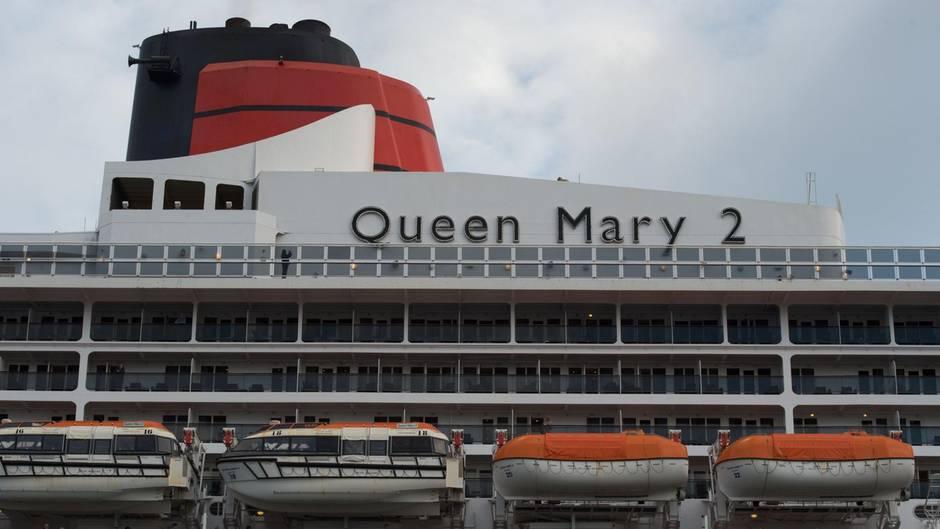 """Facebook Live: Tobias Schülert berichtet von der ungewöhnlichen Hafenrundfahrt der """"Queen Mary 2"""""""