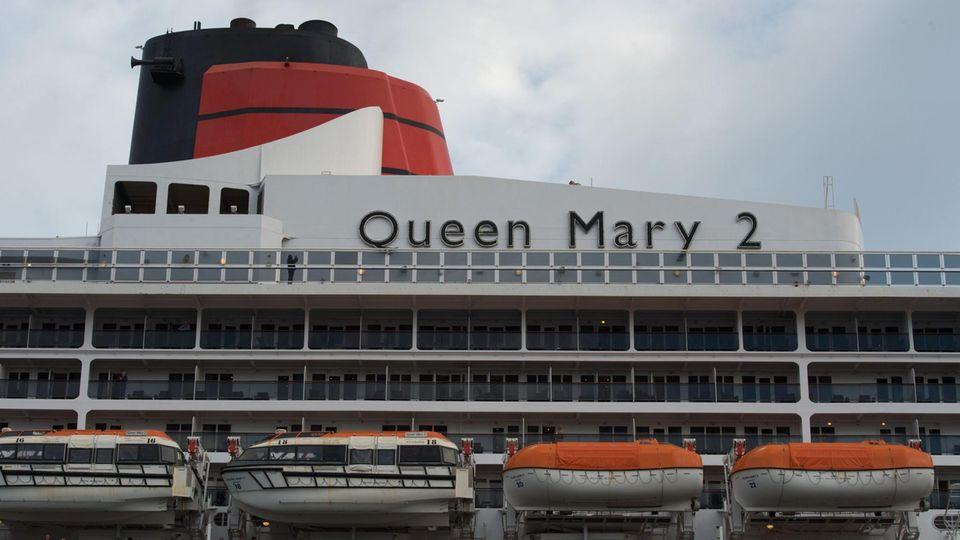 """Hamburger Hafen: """"Queen Mary 2"""" läuft in Hamburg aus - und schaut vorher noch bei der Elphi vorbei"""
