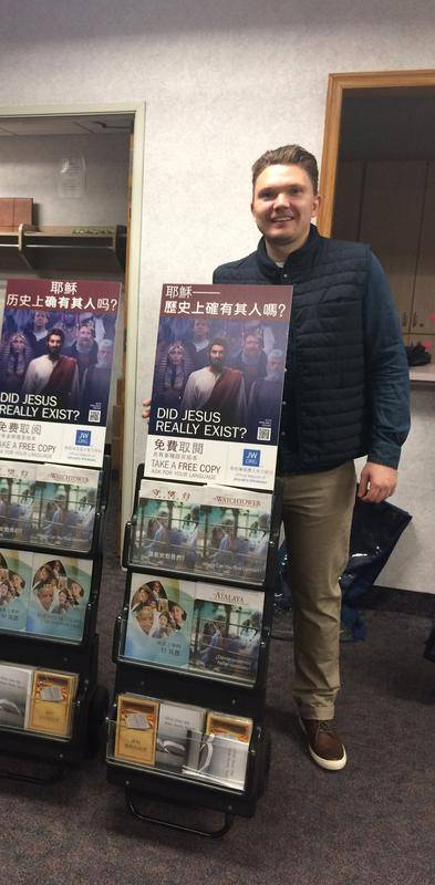 """Oliver Wolschke besuchte 2016 einen """"Königreichssaal"""" der Zeugen Jehovas in New York. Damals stand er noch """"fest in der Wahrheit"""". Heute muss der Berliner lernen, was für die meisten selbstverständlich ist, etwa Geburtstage und Weihnachten zu feiern"""