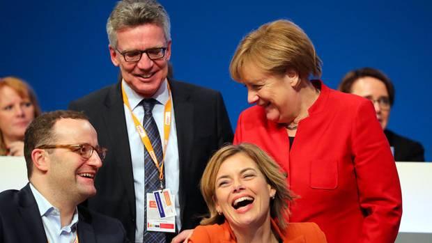 Noch gut gelaunt in Essen: Später düpiert Spahn die Kanzlerin auf dem CDU-Parteitag