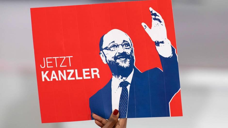 Auch wenn es für die SPD und Martin Schulz leicht bergauf geht - von der Kanzlerschaft ist er weit entfernt