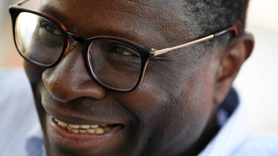 Schwarzer SPD-Politiker Karamba Diaby trotzt der NPD-Hetze